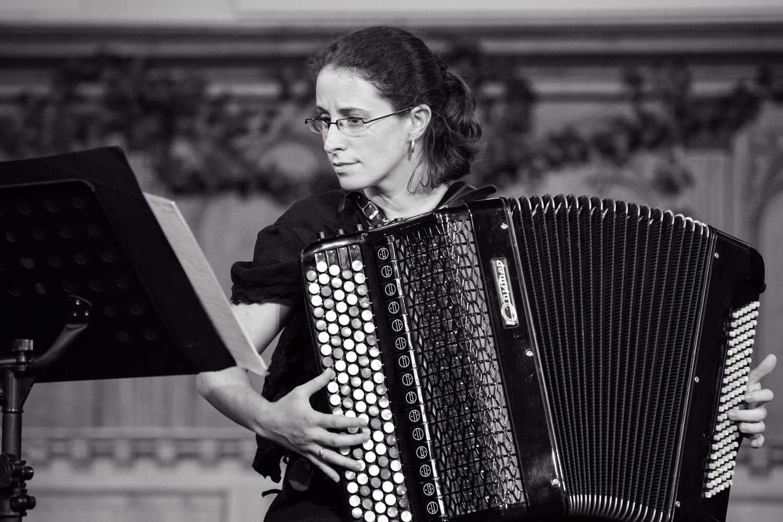 L'accordéoniste Mélanie Brégant (Festival Estivales musicales, Jura Bernois)
